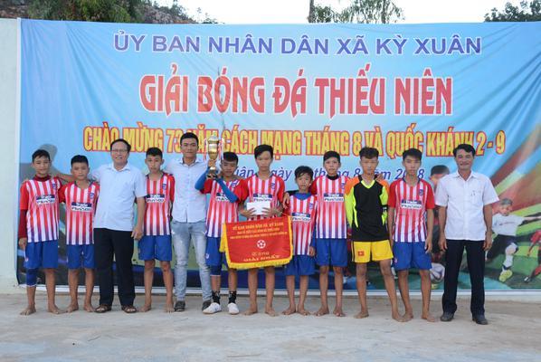 Sôi nổi giải bóng đá thiếu niên xã Kỳ Xuân.