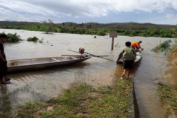 Huyện Kỳ Anh: Mưa lớn nhiều tuyến đường giao thông, cầu cống bị chia cắt do ảnh hưởng áp thấp nhiệt đới.