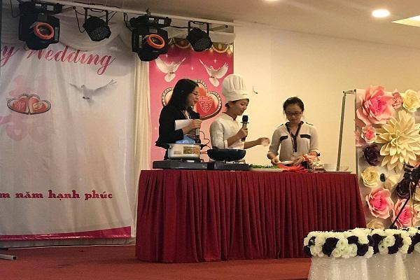 """Công ty Ajinomoto Việt Nam tổ chức Hội thảo """" Lựa chọn và sử dụng bột ngọt đúng cách"""" và """"Cải thiện dinh dưỡng cho trẻ từ bữa  ăn hàng ngày"""" tại huyện Kỳ Anh."""