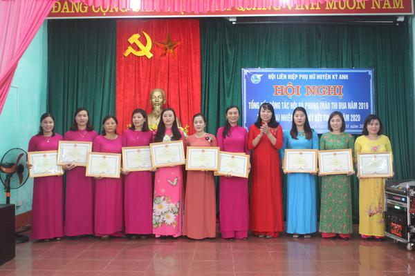Hội Liên hiệp Phụ nữ huyện: Tổng kết công tác Hội và phong trào thi đua năm 2019, triển khai nhiệm vụ và ký kết thi đua năm 2020.