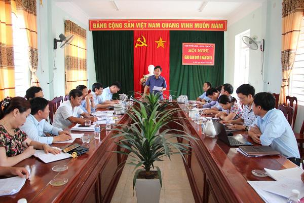 Đồng chí Bùi Quang Hoàn, Chủ tịch UBND  huyện Kỳ Anh   kiểm tra và làm việc với xã Kỳ Hải về xây dựng Nông thôn mới.