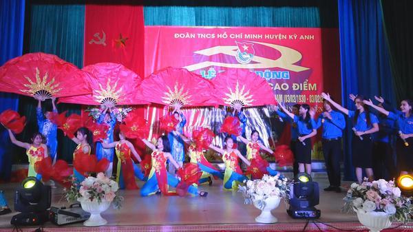 Lễ phát động 90 ngày thi đua cao điểm chào mừng 90 năm ngày thành lập Đảng cộng sản Việt Nam.