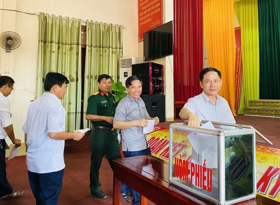 Ban Thường vụ Huyện ủy, Ban chấp hành Đảng bộ huyện tổ chức lấy phiếu đánh giá cán bộ