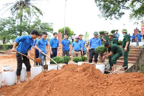 """"""" Tuổi trẻ tình nguyện vì cộng đồng, chung tay xây dựng NTM"""""""