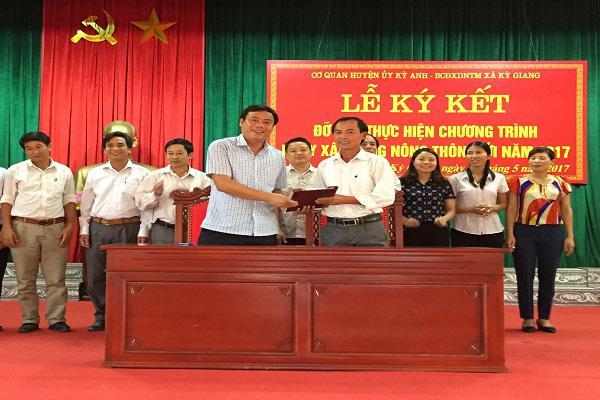 Cơ quan Huyện ủy Kỳ Anh: Ký kết đỡ đầu thực hiện chương trình mục tiêu quốc gia xây dựng nông thôn mới với xã Kỳ Giang.