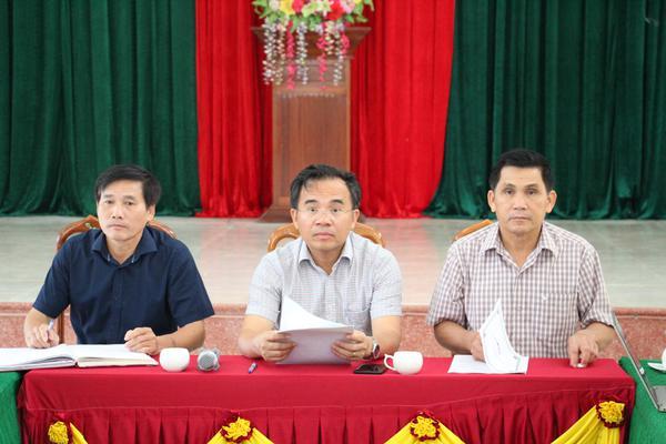 Đồng chí Bùi Quang Hoàn, Chủ tịch UBND huyện làm việc với xã Kỳ Lạc về xây dựng Nông thôn mới.