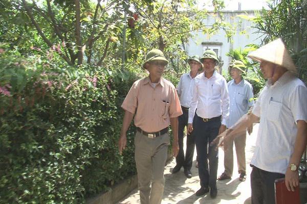 Khối Dân vận Huyện ủy Kỳ Anh làm việc với thôn Trường Thanh để tư vấn hướng dẫn về việc xây dựng khu dân cư nông thôn mới kiểu mẫu.