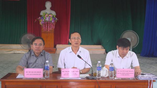 Đồng chí Đặng Ngọc Sơn, phó Chủ tịch UBND tỉnh Hà Tĩnh đối thoại với các hộ dân xã Kỳ Thượng có phản ánh, kiến nghị liên quan đến bồi thường, giải phóng mặt bằng Hồ chứa nước Rào Trổ.
