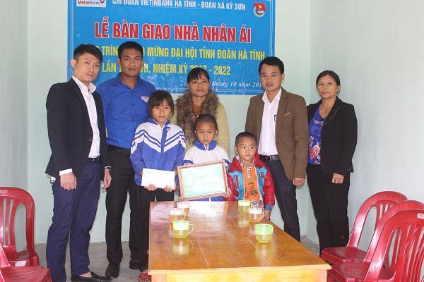 """Chi đoàn thanh niên ViettinBanK Hà Tĩnh: Hổ trợ xây dựng """" Nhà nhân ái"""" cho gia đình có hoàn cảnh đặc biệt khó khăn ở xã Kỳ Sơn."""
